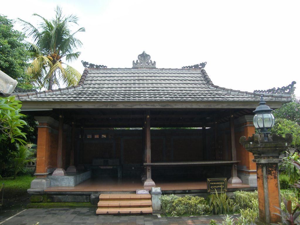 Pawaregan rumah adat bali